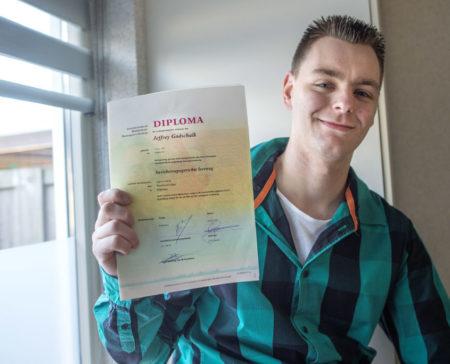 DSC 6886a Jeffrey diploma 845x684
